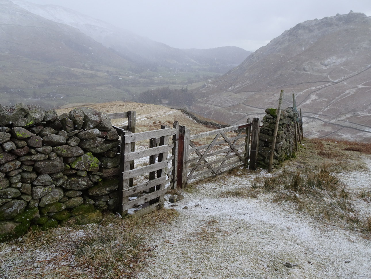 Relief to be back at the fell-gate with an easing in grade and less hidden ice to deal with. Taken at 3:16 pm.